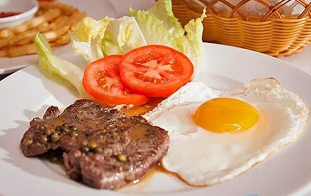 Cách làm món thịt bò bít tết tuyệt cú mèo cho bữa sáng