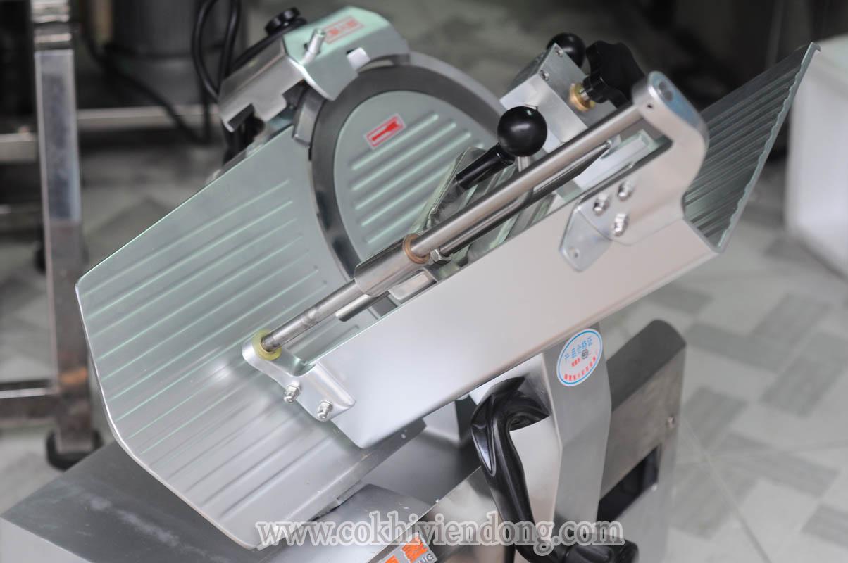 máy cắt lát thịt tự động