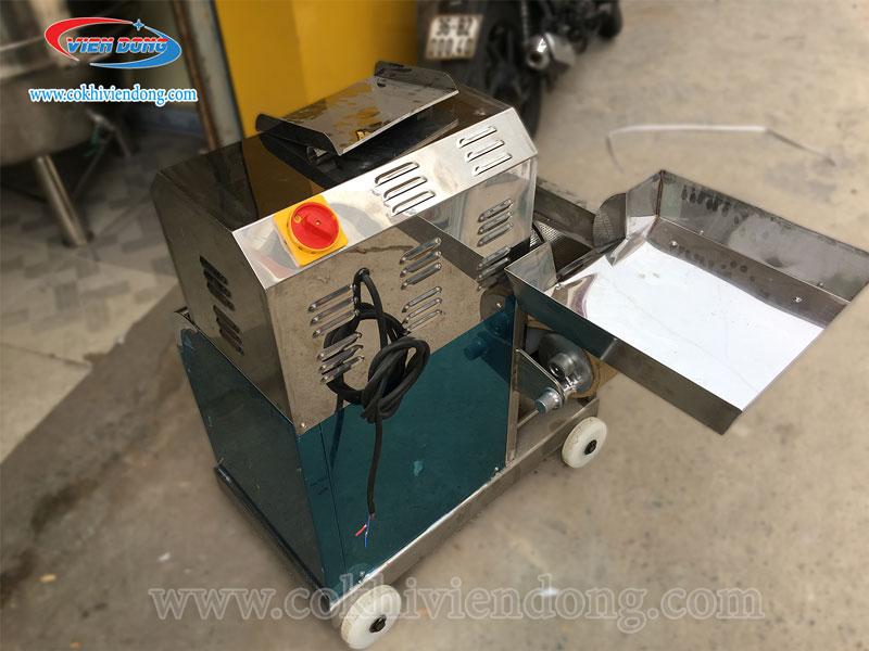 Khay chứa nguyên liệu - Cấu tạo máy tách xương cá