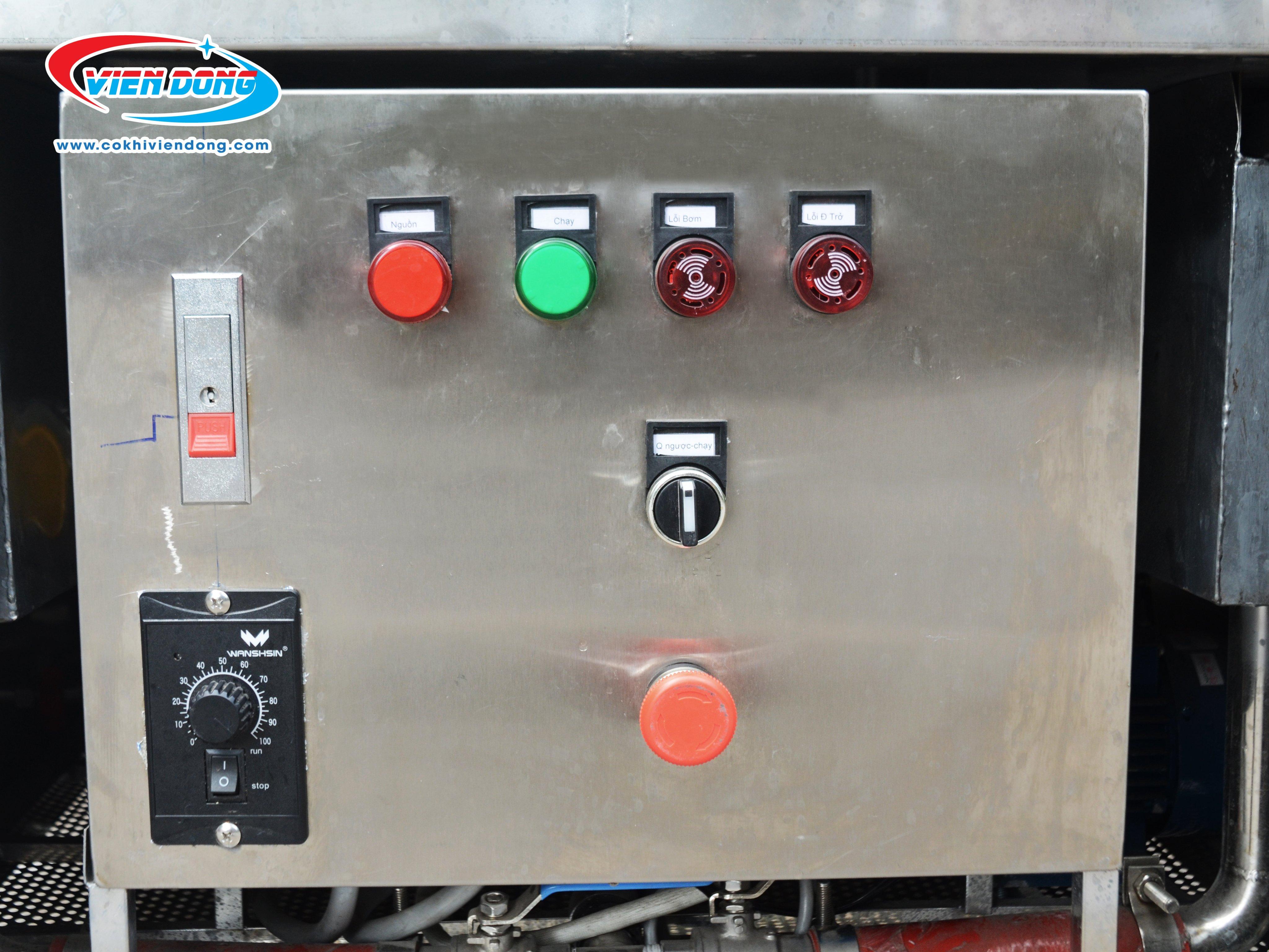 Bảng điều khiển máy rửa bát nhà hàng